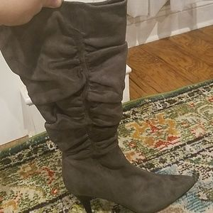 NWOT gray apostrophe boots- size 9.5